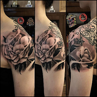 Some peonies today. Ornaments done someone else. #markuskoskela #downundertattoo #tatuointistudio #lappeenranta #vikingink #goodink #goodinkbulgaria
